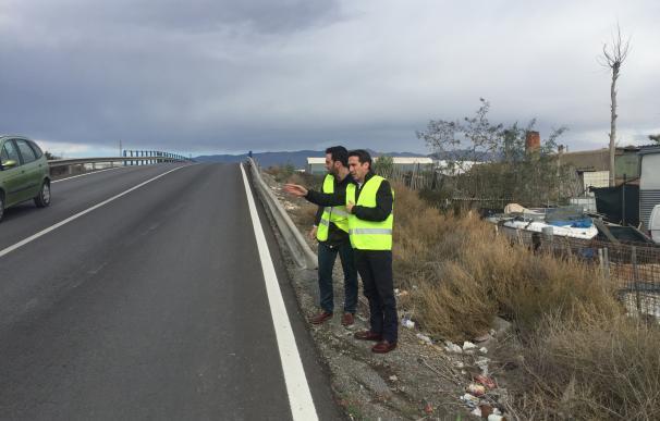 Diputación construirá una pasarela para peatones en el puente que cruza la N-344 hacia Loma Cabrera