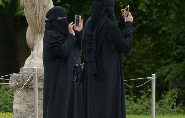 La Cámara baja holandesa aprueba la prohibición parcial del velo islámico integral