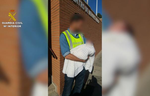 La Guardia Civil detiene a tres personas por la venta de una recién nacida