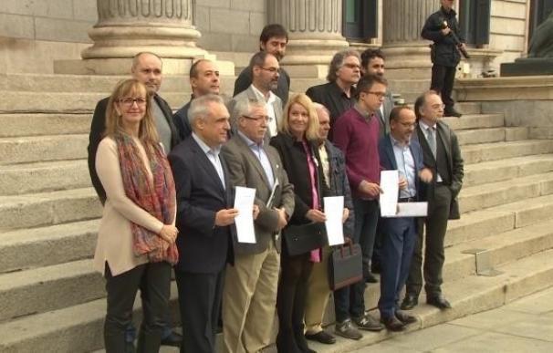 PSOE y Podemos critican el veto del Gobierno a la subida de pensiones