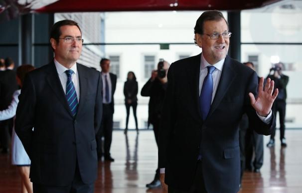 Rajoy pide a los grupos parlamentarios que respalden el techo de gasto y no den marcha atrás a las reformas
