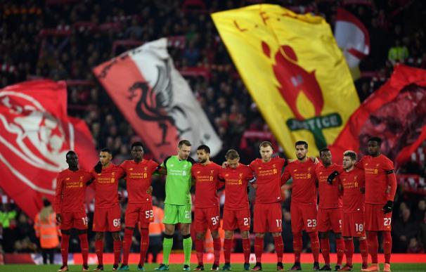El 'You'll never walk alone' y el sobrecogedor minuto de silencio de Anfield por el Chapecoense