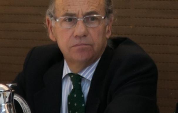 El 'popular' Teófilo de Luis, elegido presidente de la Comisión de Seguridad Vial tras la renuncia de Pablo Casado