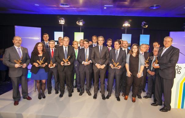 De la Serna reitera ante ingenieros de caminos que trabajará por un pacto nacional por las infraestructuras