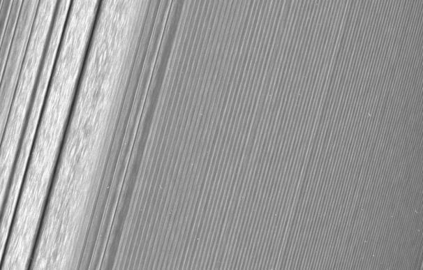 Los anillos de Saturno, en un detalle nunca visto por la nave Cassini