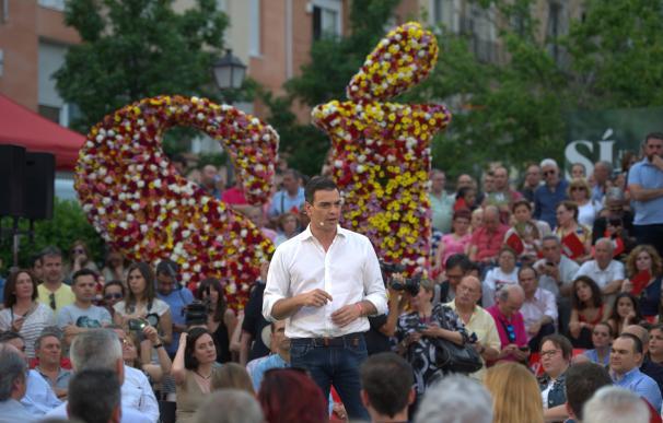 Pedro Sánchez se reúne con diputados afines en Madrid tras anunciar su candidatura