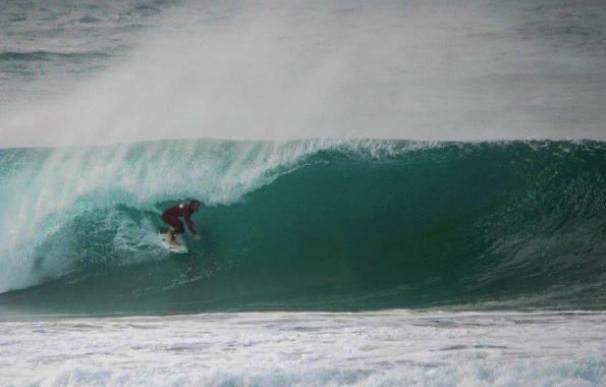 El mejor surf europeo y nacional se dan cita en 'La invernal de Laredo' este fin de semana
