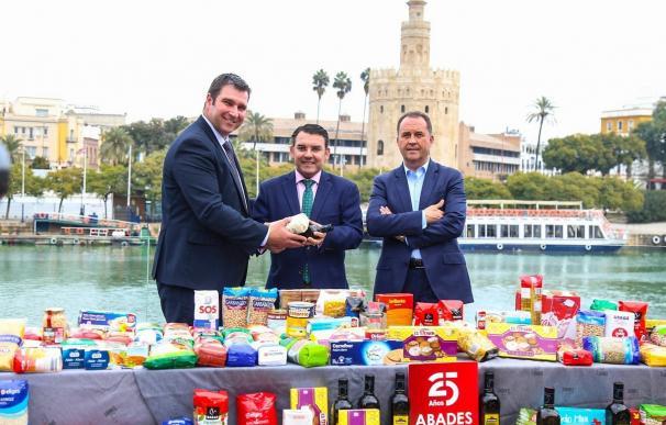 Abades Triana recauda 600 kilos de alimentos en la Olla de San Antón 2017