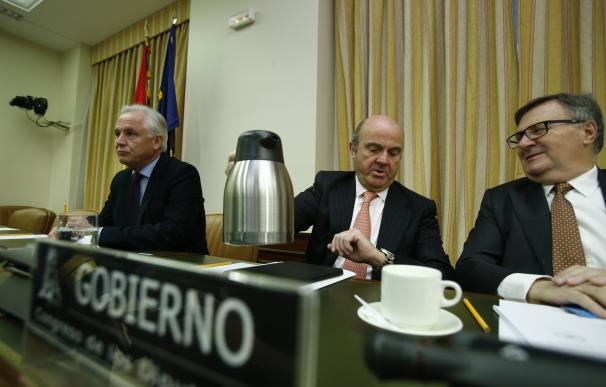 (Ampl.) Guindos anuncia la escisión de la CNMC en un organismo de competencia y otro de mercados