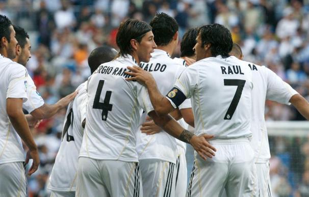 Los jugadores del Real Madrid celebran el gol que ha marcado Cristiano Ronaldo