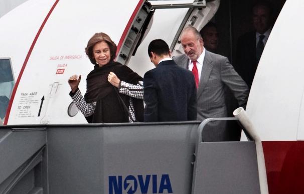 Don Juan Carlos y doña Sofía llegan a Copenhague para apoyar a Madrid 2016