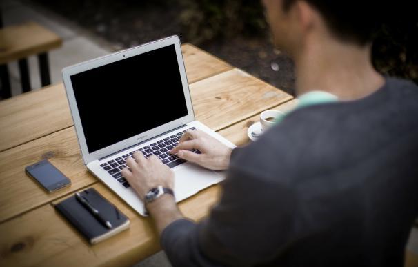 La mitad de los millennials no configura su privacidad en las redes sociales y acepta a contactos desconocidos