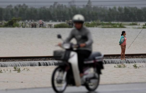 """Suben a 32 los muertos por el tifón """"Ketsana"""" en el centro de Vietnam"""