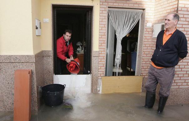 Remiten las lluvias en la Comunitat Valenciana aunque los bomberos siguen con los achiques en Burriana