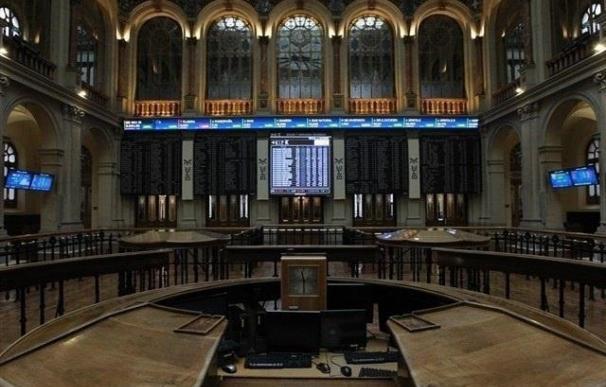 El Ibex pierde los 10.700 puntos tras caer un 0,74%, con Popular desplomándose un 6,13%