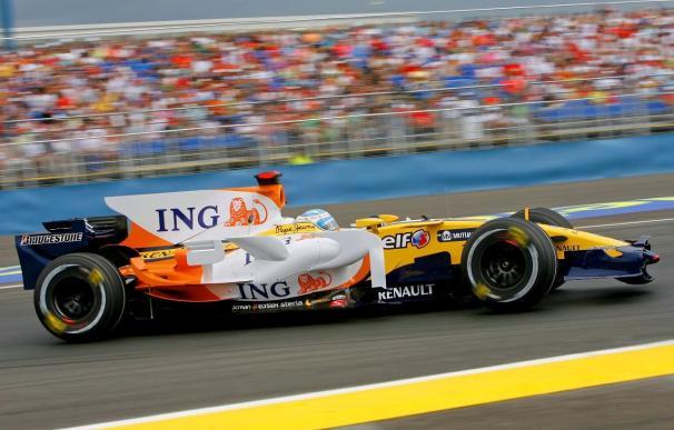 Los Renault corren hoy ya sin los logotipos de ING y Mutua Madrileña