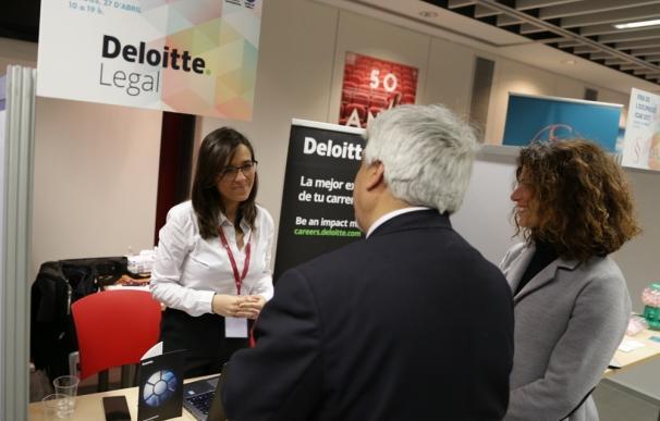 La II Feria del Empleo del Icab pone en contacto bufetes con candidatos de perfil jurídico