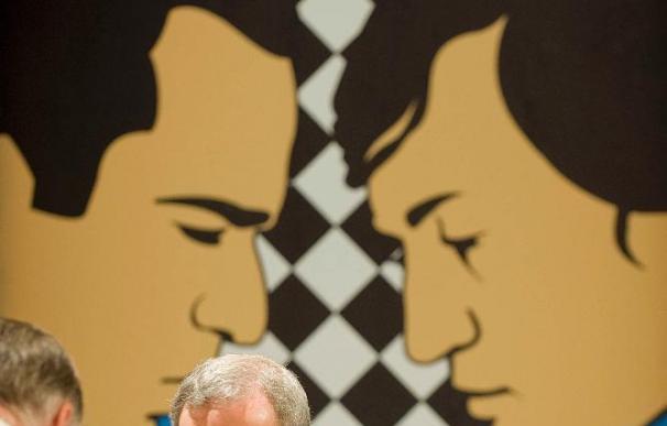 Kasparov firmará ejemplares 'Mis geniales predecesores' tras ganar a Karpov