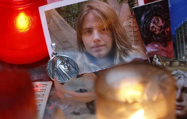 Una imagen de Marta del Castillo rodeada de velas