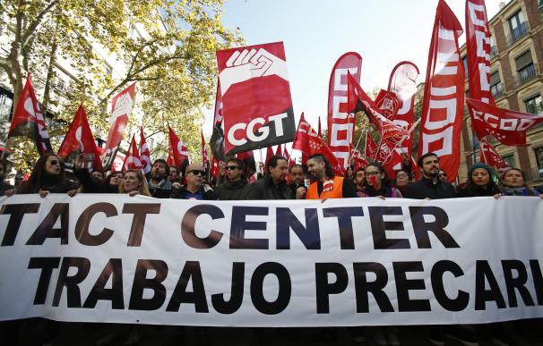 (Ampl.) Más del 70% de los trabajadores de contact center secunda la huelga, según los sindicatos