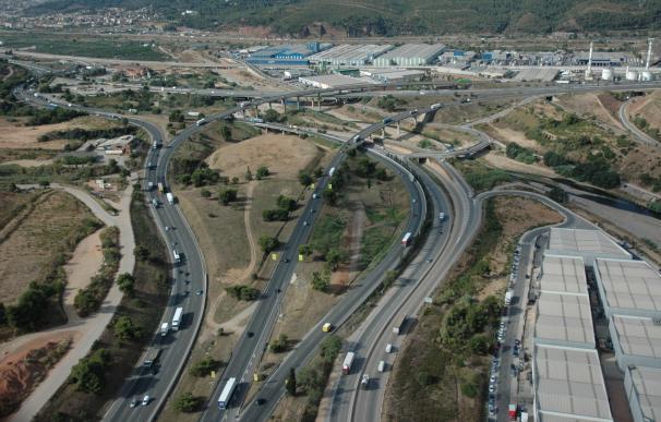 Trànsit prevé que medio millón de vehículos salgan de Barcelona por el puente del 1 de Mayo