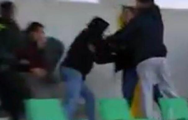 La bochornosa pelea con lanzamiento de piedras en el Amanecer-Badajoz