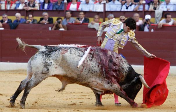 Talavante, a hombros en un festejo deslucido por culpa de los toros