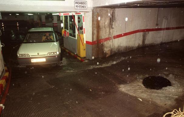 Buscan a una conductora que alertó que se la llevaba el agua en la carretera de Torre Pacheco