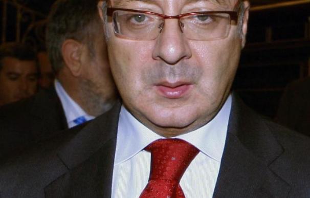 Feijóo muestra su satisfacción porque el Gobierno acepte la propuesta de la Xunta sobre aeropuertos