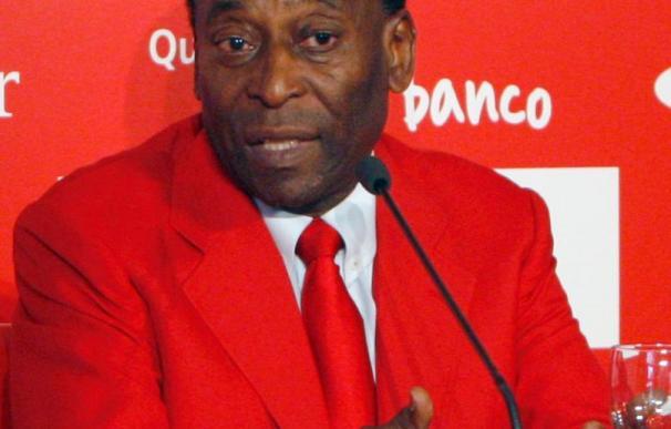 """Pelé opina que """"el único gol de cabeza importante que marcó Maradona fue con la mano"""""""