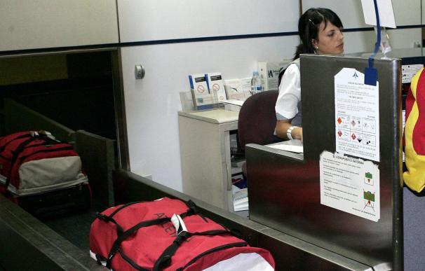 Un niño se coló en la cinta de maletas del aeropuerto de Barajas y lo rescató su madre