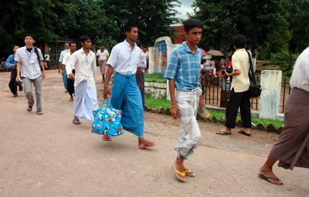 Una docena de presos políticos sale de Insein por una amnistía de la Junta birmana
