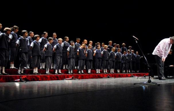"""""""Los chicos del coro"""" inician una nueva gira en Isla Cristina"""