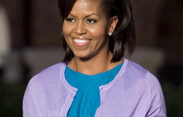 Michelle Obama promueve la alimentación sana en un mercado de granjeros