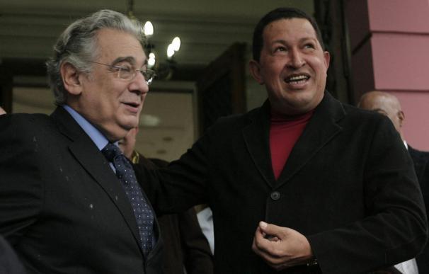 """Chávez recibe al tenor español Plácido Domingo y lo llama """"el mejor cantor"""""""