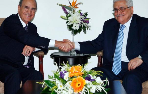 Mitchell acaba la reunión con Abás sin acuerdo para reanudar el diálogo de paz