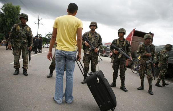 Al menos 200 detenidos por no acatar el toque de queda