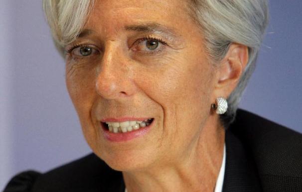 Lagarde dice que Wall Street y la City de Londres se resisten a la regulación