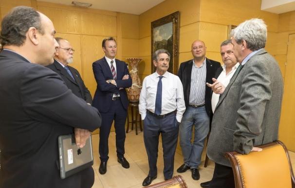 El Gobierno plantea un cambio legislativo para que las Casas de Cantabria pueda acogerse a más ayudas autonómicas