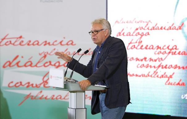 Felipe González advierte de que tal vez pasó la recesión, pero no la crisis