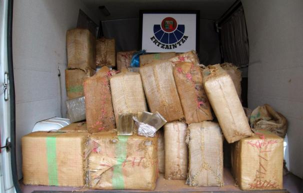 Incautados en Huelva más de 2.600 kilos de hachís transportados en furgoneta