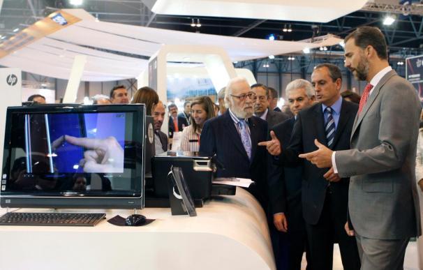 Don Felipe apoya las últimas tecnologías de la información en el nuevo SIMO