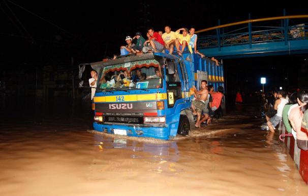 Se elevan a 86 los muertos por la tormenta tropical en Filipinas