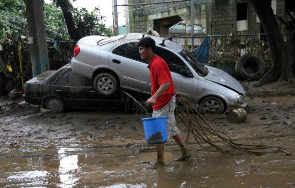 """Aumentan a 100 los muertos por la tormenta tropical """"Ketsana"""" en Filipinas"""
