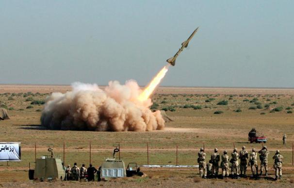 """Irán prueba """"con éxito"""" el lanzamiento de misiles de largo alcance Shahab 3"""