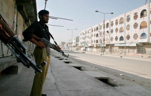 Al menos 5 muertos en un atentado suicida contra el clérigo antitalibán paquistaní