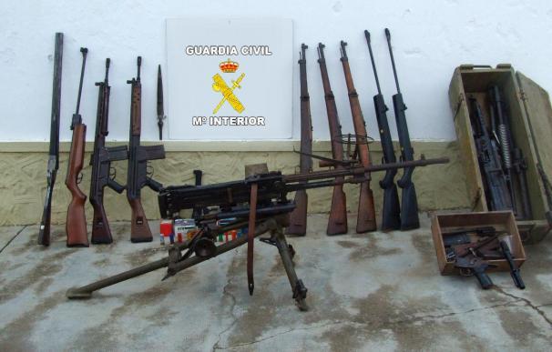 Detenido por poseer un depósito de armas de guerra en Utrera (Sevilla)