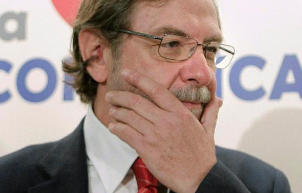 """Juan Luis Cebrián critica los """"brotes de populismo"""" de izquierda y derecha"""