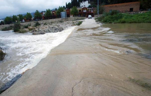 Cinco carreteras permanecen cortadas a causa de la lluvia en Alicante