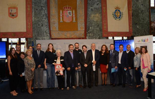 La gala solidaria del FAST recauda fondos para los Bomberos Voluntarios de Adeje (Tenerife)